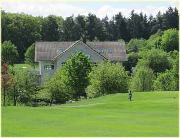 Het restaurent en clubhuis van de  Golf & Country Club Bad Arolsen.